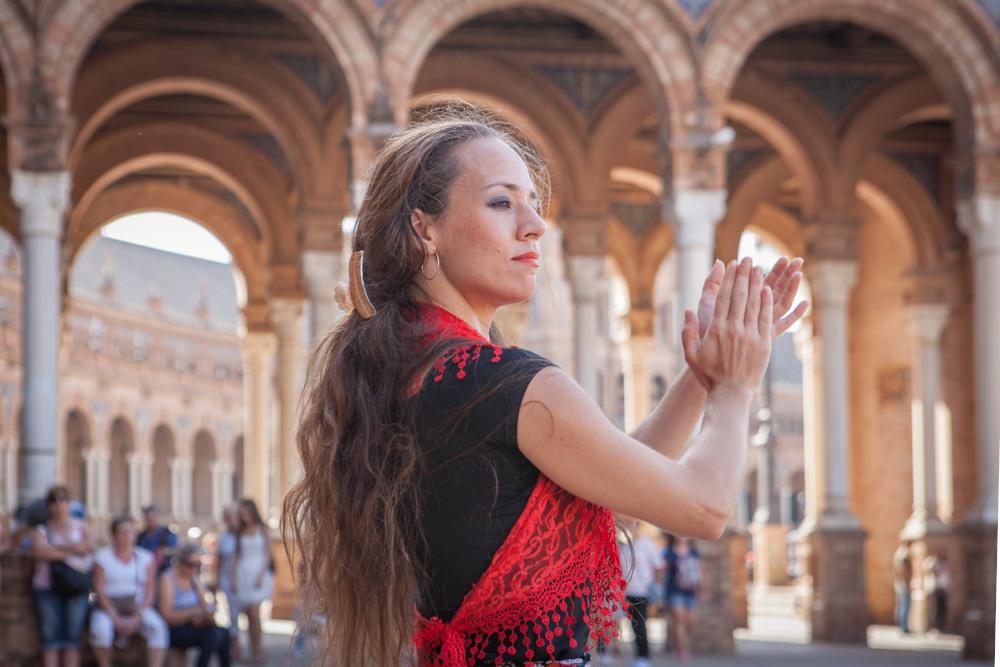 Georgia Xanthaki, tancerka flamenco z Grecji, występuje na Plaza de España