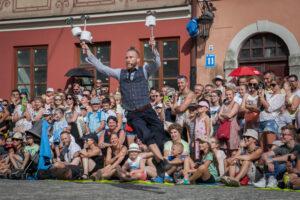 Sven from Sweden podczas pokazu na Placu przy Trybunale